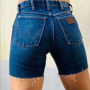 Wrangler Shorts Sz 27 Midi length